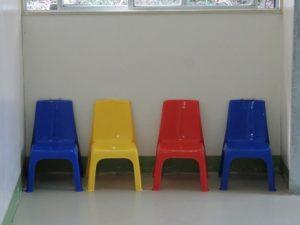 子供用4つの椅子