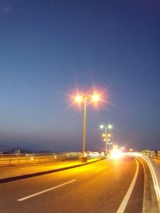 広島の夜道路