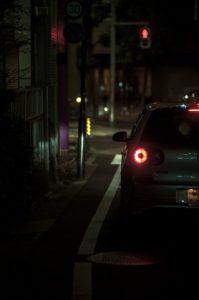 車のテールランプ夜