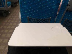 新幹線の座席の机