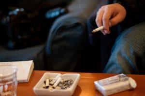 たばこをすう人
